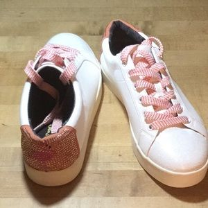 Whimsical flamingo sneakers. New 9 1/2